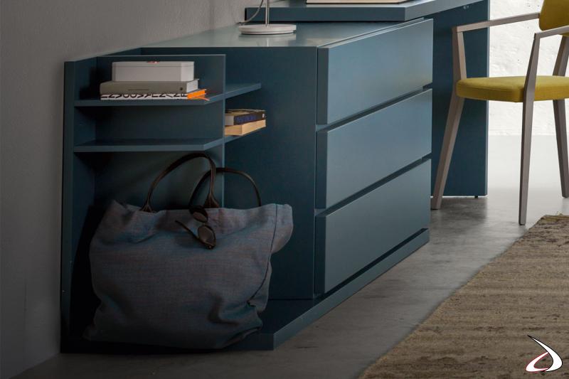Elemento a giorno, combinabile con comò e scrivania per un arredo personalizzato e di design