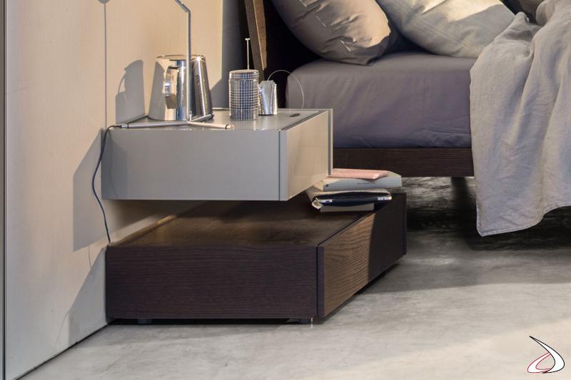 Moderner Nachttisch, bestehend aus einem Stand- und einem Hängeelement. Das Da-do-System ermöglicht es Ihnen dank seiner Varianten, jedes Element des Schlafzimmers individuell zu gestalten.
