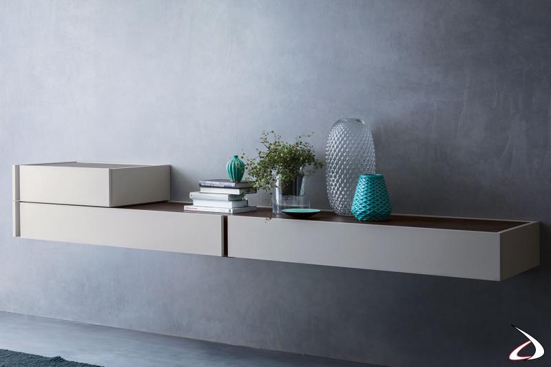 Hängekommode, bestehend aus zwei Modulen. Die matt lackierte Oberfläche zusammen mit der dunklen Eichenplatte unterstreichen die Eleganz und Geradlinigkeit des Möbels.
