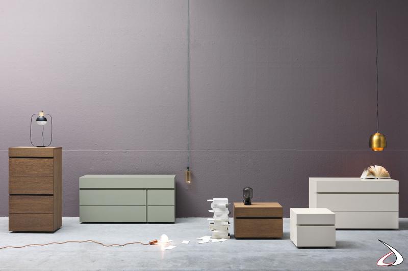 Arredo per la camera da letto completo di comodino, comò e settimino dal design minimalista caratterizzato da delle gole che creano profondità all'arredo.