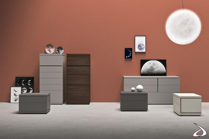 Ensemble complet de meubles pour la chambre à coucher. Table de nuit, commode et commode au design raffiné et moderne, caractérisé par des rainures frontales et latérales.
