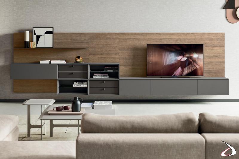 Mobile soggiorno design sospeso con schienali in rovere e pensili in laccato opaco