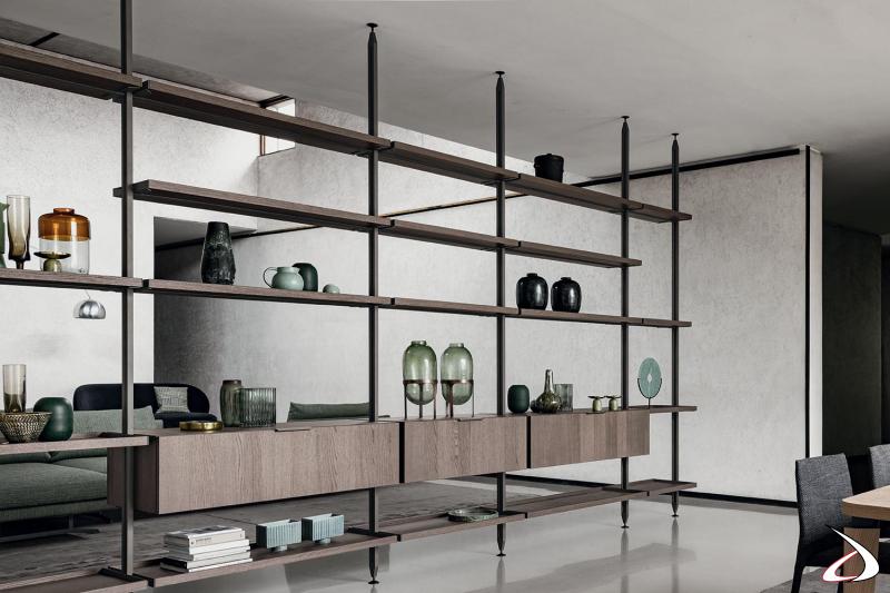 Libreria bifacciale soggiorno componibile con pali alti fino al soffitto