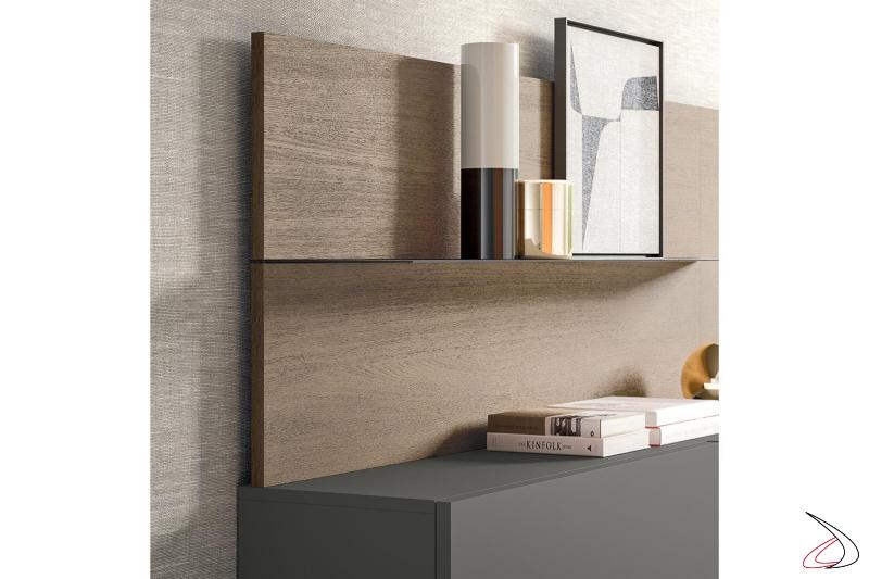 Parete soggiorno moderna con schienali in rovere con mensole in metallo