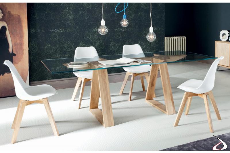 Tavolo soggiorno con gambe in legno