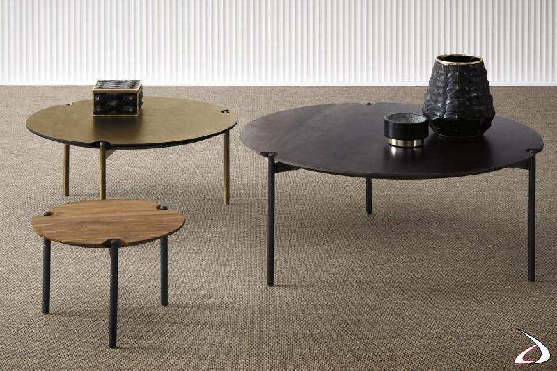 Tavolino da salotto rotondo, disponibile in varie misure. Si caratterizza per il basamento treppiede che è a filo con il top.