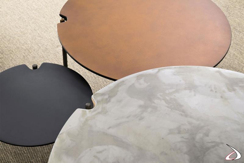 Tavolino moderno disponibile in varie finiture tra cui rovere, laccato, materico o ferro.