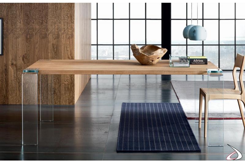 Tavolo design con gambe in vetro