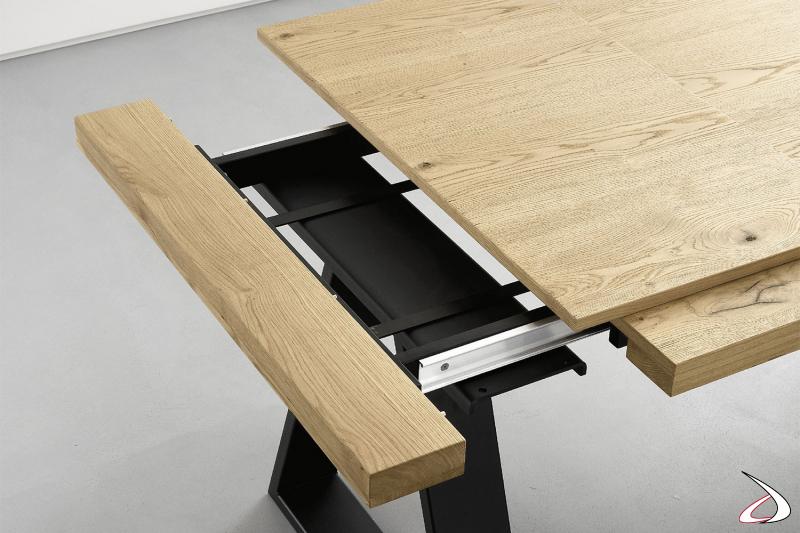 Sistema di apertura FAST che permette di allungare il tavolo con due allunghe contenute all'interno del tavolo.