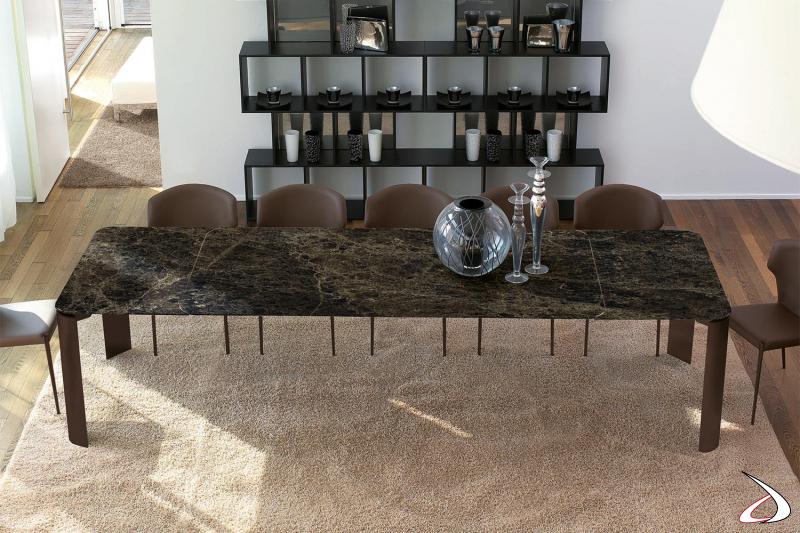 Tavolo allungabile design per 12 persone con piano in ceramica emperador
