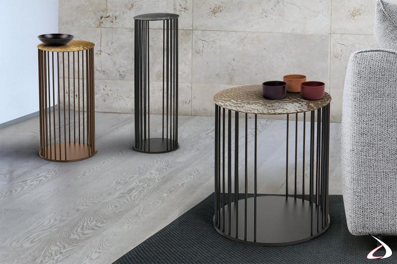 Tavolino rotondo di design da divano con struttura in tondino e piano in vetro cotto forgiato