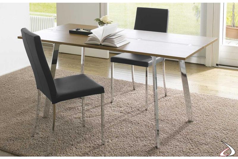 Tavolo consolle allungabile con piano in legno e gambe cromate