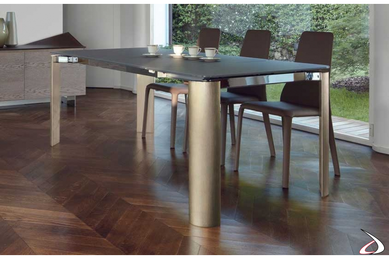 Tavolo vetro allungabile di design con gambe in alluminio quarzo