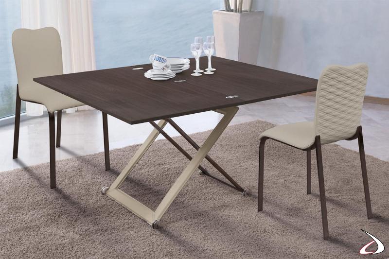 Tavolino di design da salotto trasformabile in tavolo da pranzo con struttura rivestita in cuoio