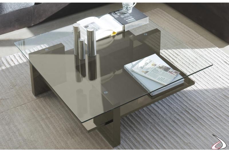Tavolino moderno in vetro con ripiani