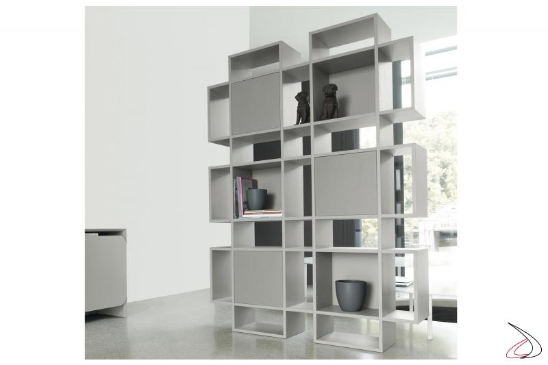Libreria moderna con ante in legno
