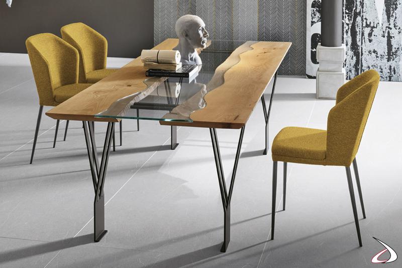 Tavolo design da soggiorno con piano in legno e vetro trasparente