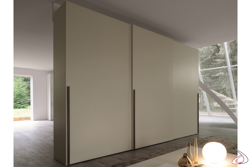 Wardrobe with 3 sliding doors