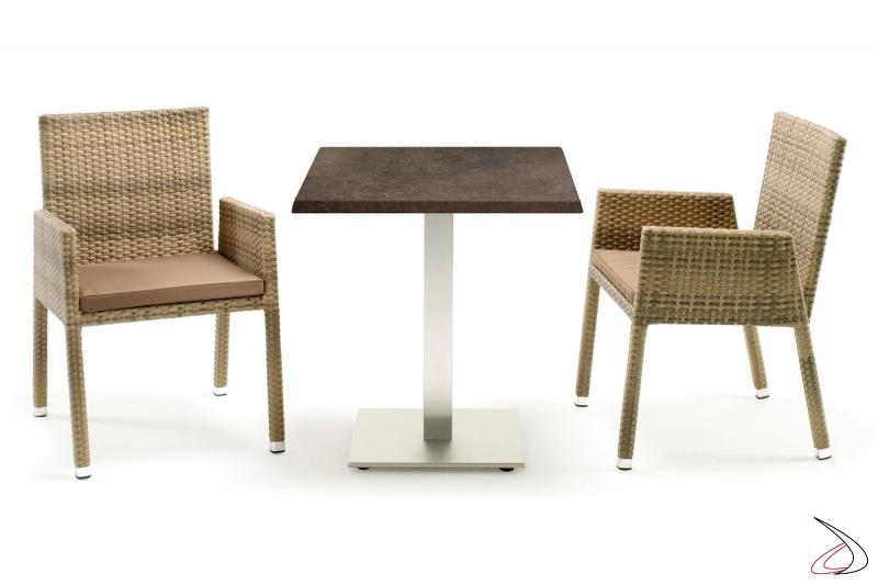 Arredo giardino con tavolo e sedie colore moka