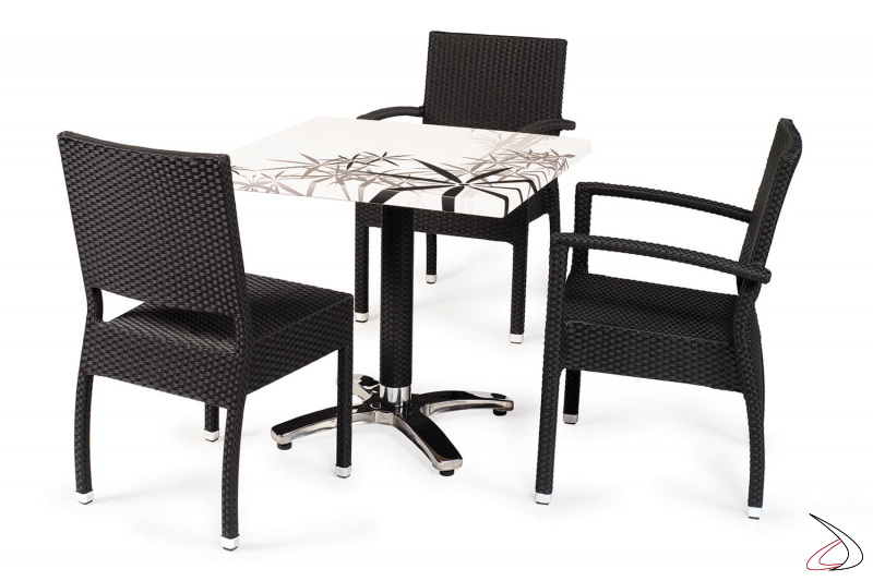 Arredo veranda con tavolo e sedie colore antracite