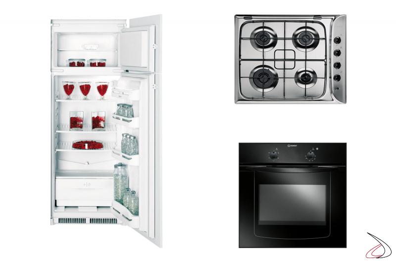 Cucina moderna angolare con elettrodomestici Indesit