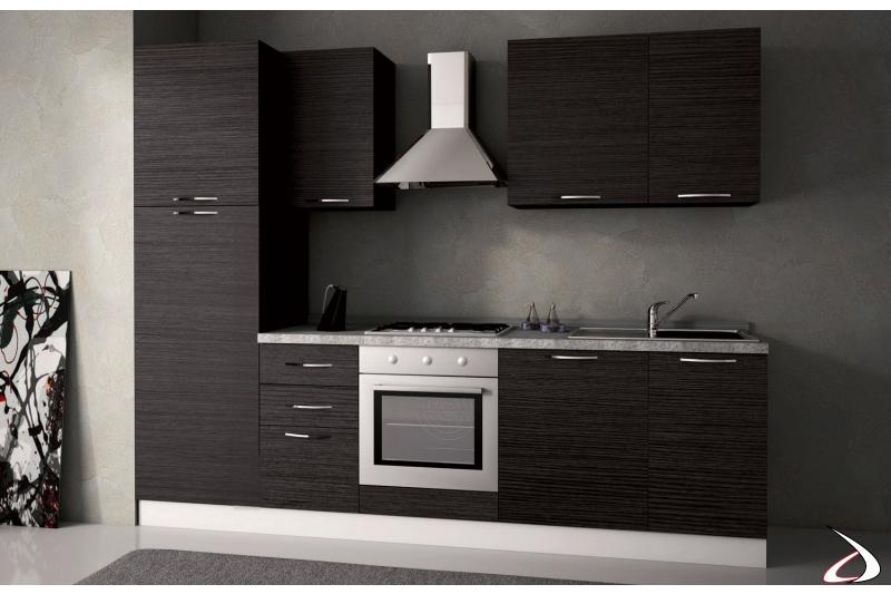 Cucina bloccata lineare in legno con elettrodomestici