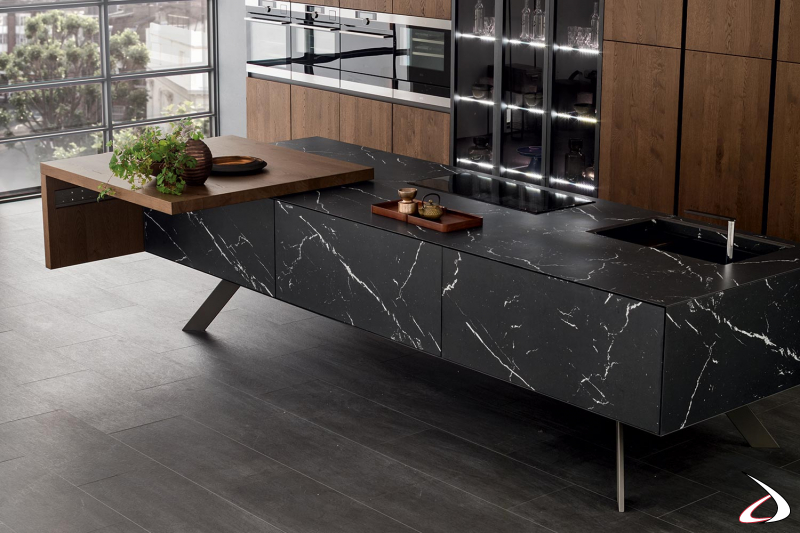 Design-Küche mit zentraler Insel mit verschiebbarer Tischplatte
