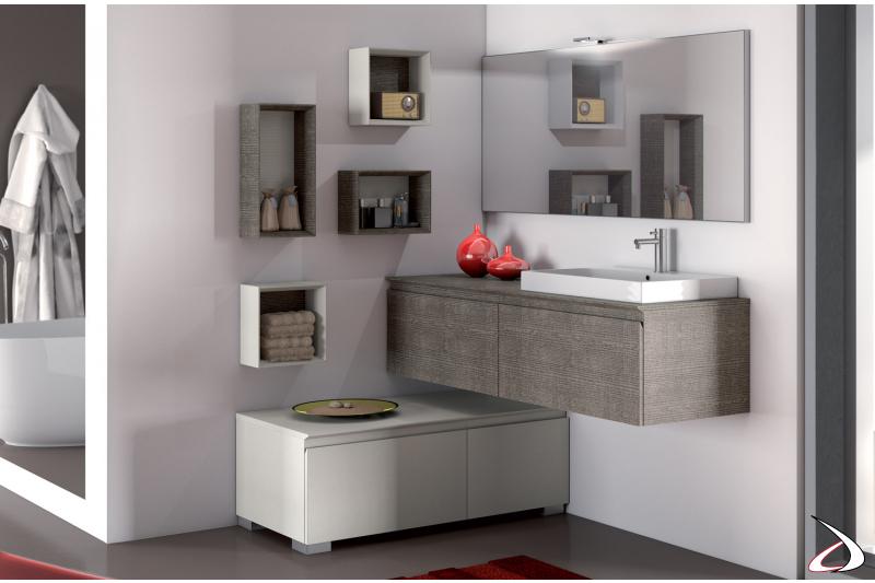 Mobile bagno moderno ad angolo con pensili e specchiera