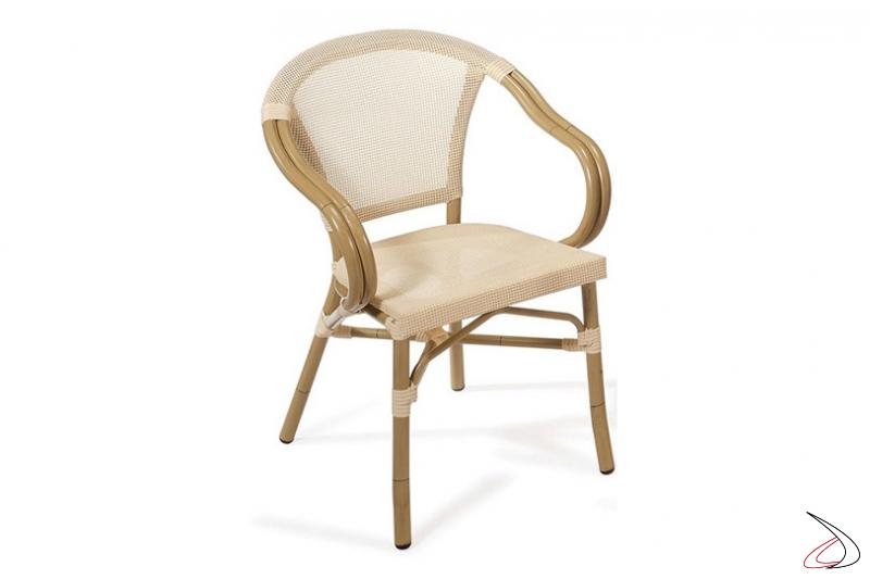 Sedia con braccioli da arredo esterno in textilene colore crema