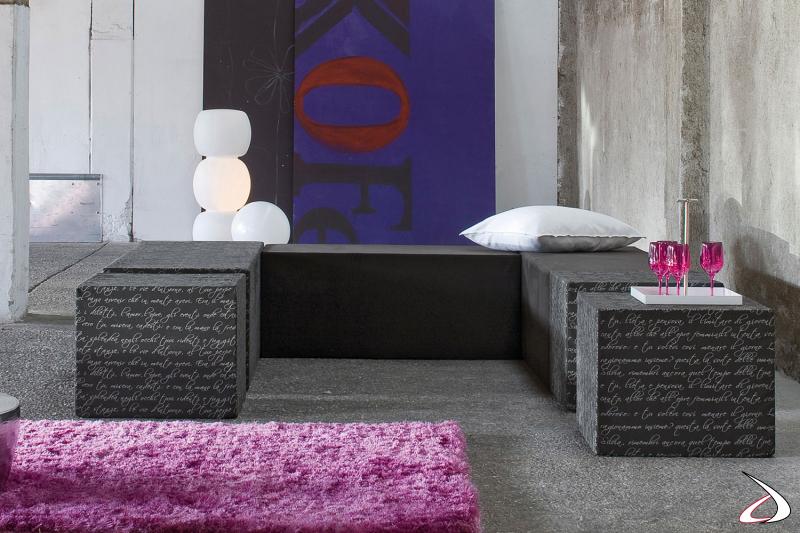 Composizione divano realizzata con più elementi in poliuretano espanso rivestiti in tessuto