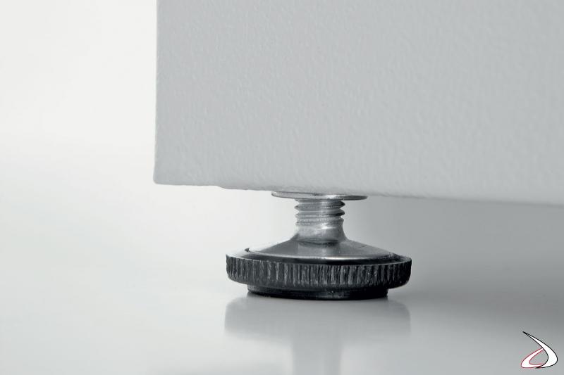 Armadio a serrandina in metallo zincato da lavanderia con piedino regolabile