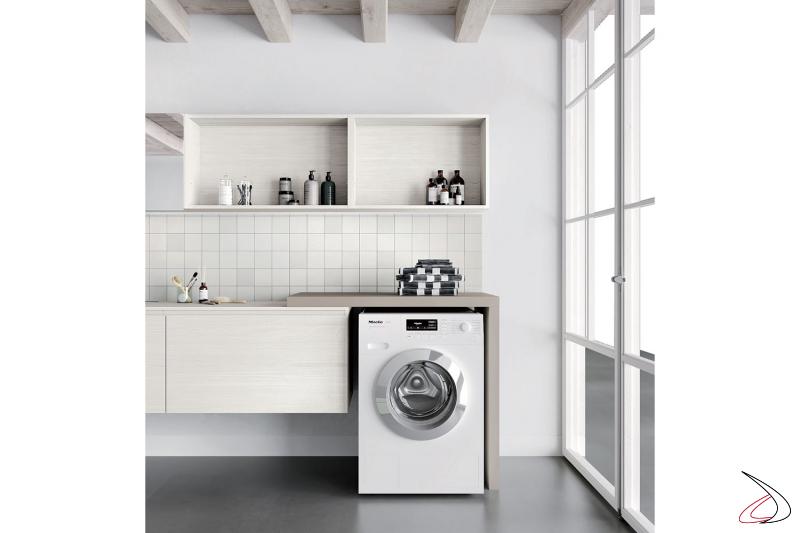 Arredo lavanderia moderna con lavatoio sospeso e mensola copri lavatrice