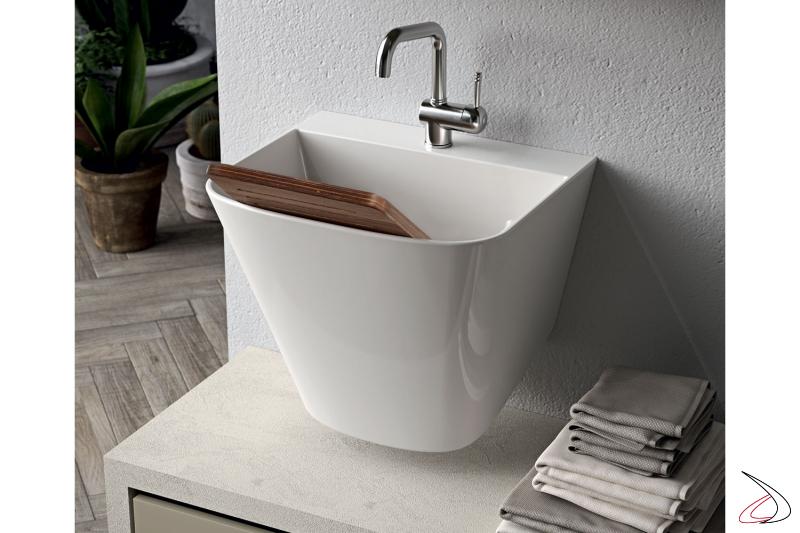 Lavanderia di design con lavatoio con panca e cassettoni porta biancheria