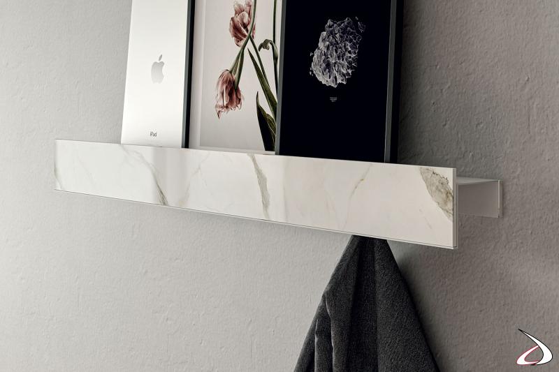 Mensola a muro di design con appendiabiti e frontalino in gres porcellanato