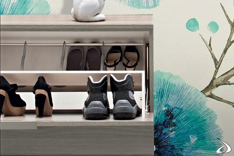 Scarpiera moderna molto capiente che contiene anche scarpe alte e scarpe con il tacco