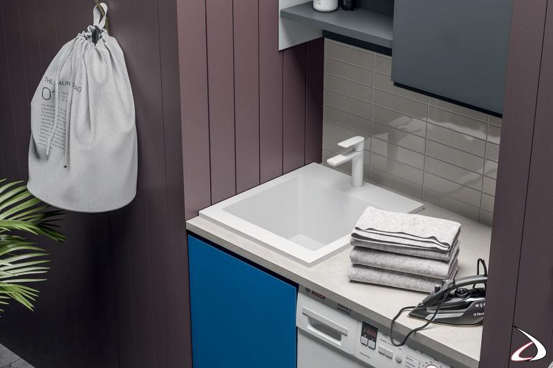 Lavanderia in nicchia con vasca lavatoio in marmo minerale