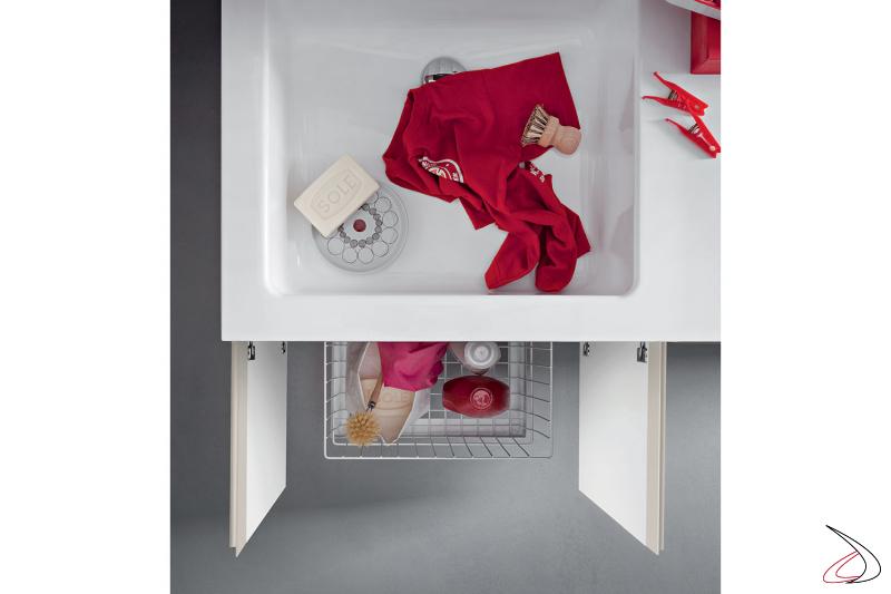 Arredo lavanderia moderno con lavatoio grande e cesto porta biancheria