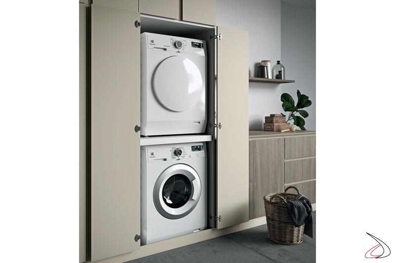 Lavanderia su misura con armadio porta lavatrice e asciugatrice con ante ad apertura a 180°
