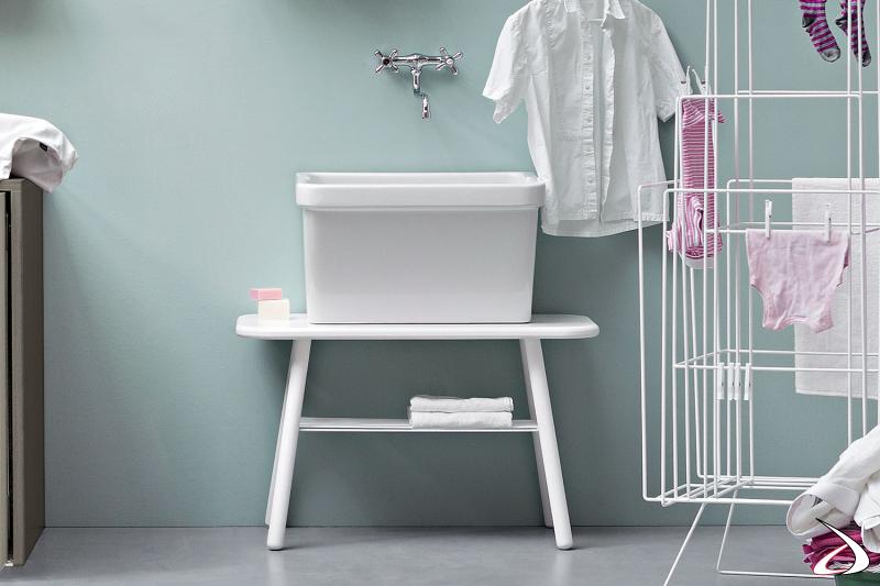Lavatoio da lavanderia moderno con vasca sopra piano in ceramica