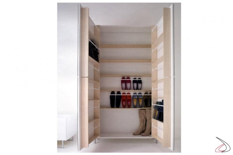 Shoe rack with doors