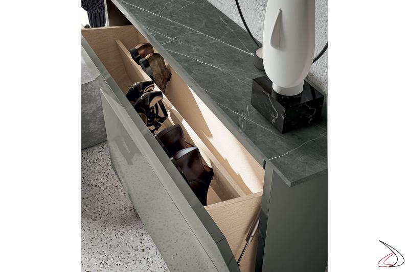 Scarpiera da soggiorno di design con ante a ribalta e top in gres porcellanato