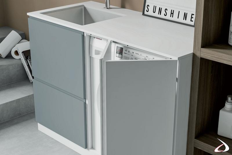 Arredo lavanderia con lavatoio e mobile porta lavatrice con ante a soffietto