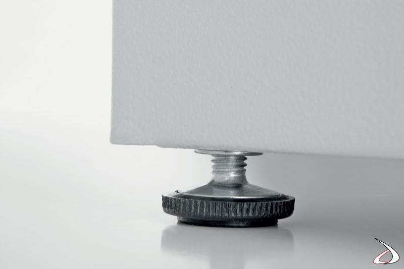 Armadio portascope da esterno in metallo zincato con piedini regolabili