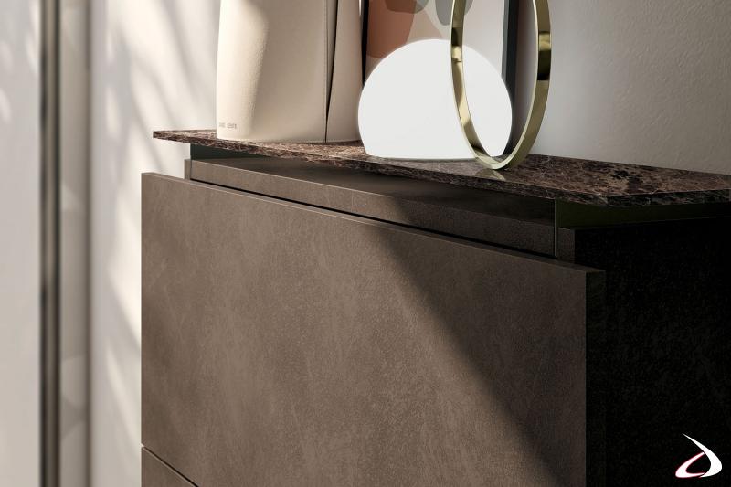 Scarpiera moderna da ingresso in laccato effetto resina con top in gres porcellanato