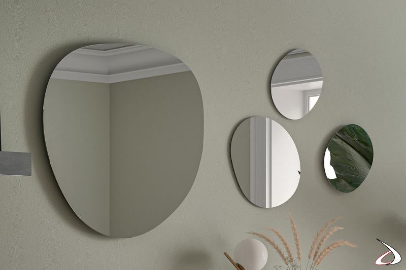 Specchi di design sagomati per arredare la parete di ingresso