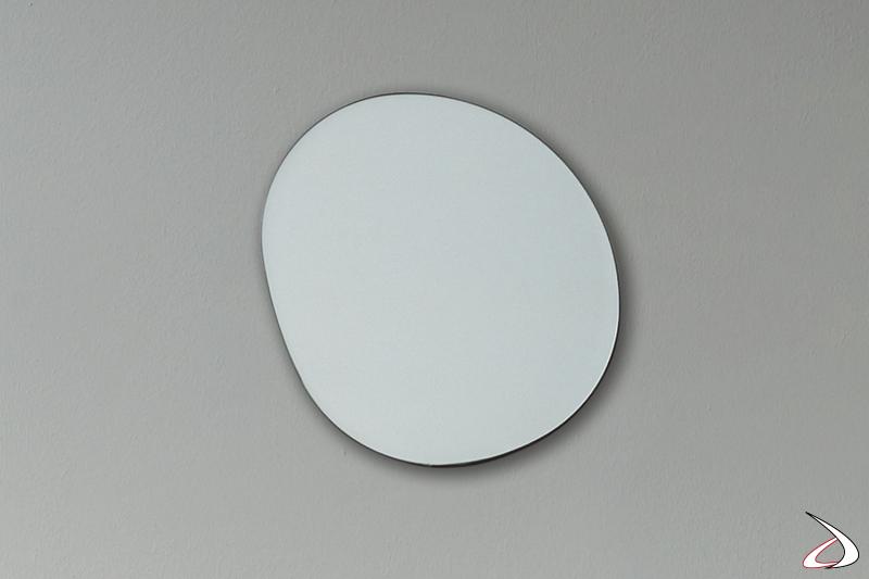 Specchio sagomato di design per arredo parete camera da letto