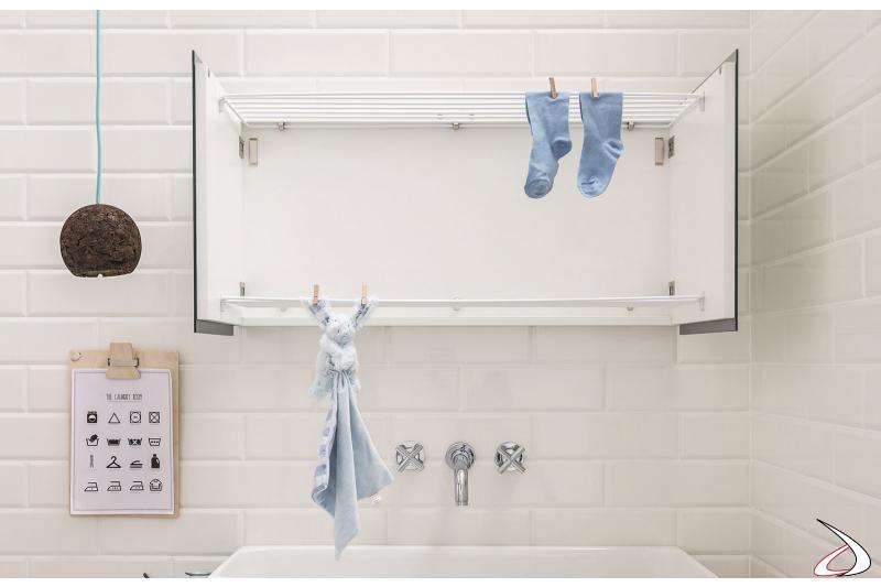 Specchiera da lavanderia con stendino
