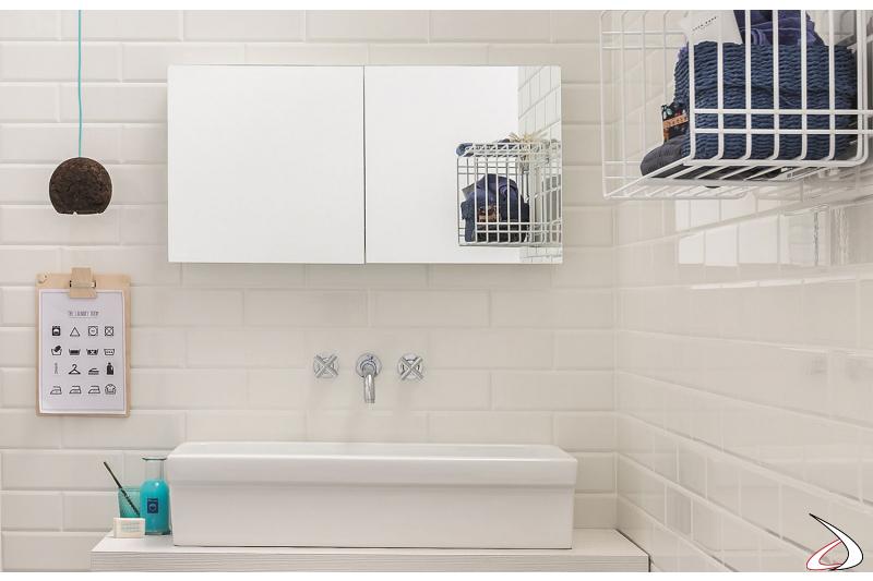 Specchio con stendino di design per lavanderia