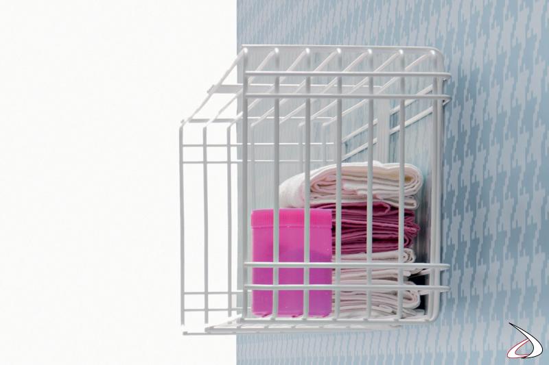 Stendino di design sospeso da lavanderia realizzato in filo metallico