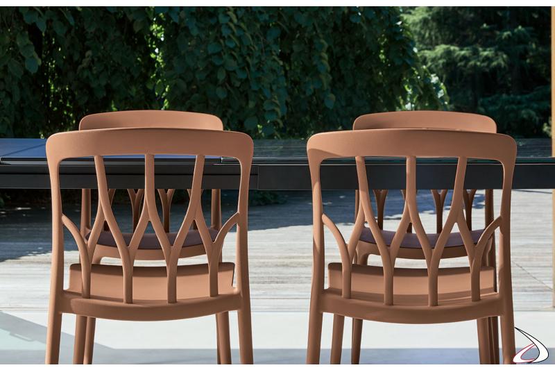 Dettaglio lavorazione schienale delle sedie modello Galaxy di Bontempi